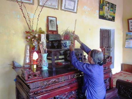 Bà Nguyễn Thị Xu trông nom nhà tưởng niệm của cha.