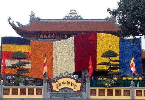 Lá cờ bằng hoa tươi lớn nhất Châu Á